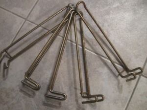 FIVE OLD VINTAGE HEAVY-DUTY DOUBLE PEG BOARD BRACKETS