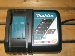 Chargeur à batterie Makita flambant neuf