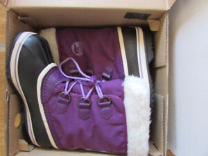 New in Box Girls size 4 Youth Sorel Boots