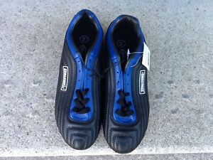 Spalding Soccer Cleats/Shoes – New - Youth Size 2 Kitchener / Waterloo Kitchener Area image 1
