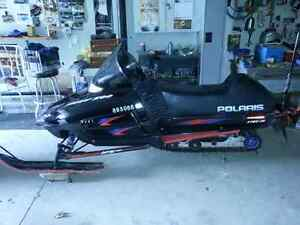 POLARIS 500 SNOWMOBILE