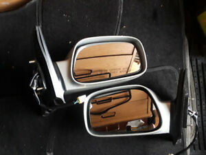 Toyota Corolla Power side view mirror in good condition.