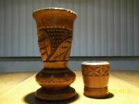 Vieux vases sculptés en bois
