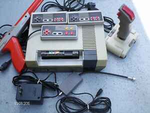 NINTENDO 3 Manettes, Joystick, Gun, Super Mario Bros/ Duck Hunt.