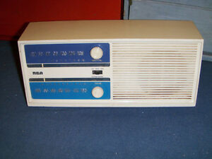 RCA AM/FM RADIO-NOT WORKING-MODEL RZC 22TY-1970/80S