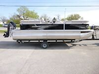 Like new Vectra 21 XT Pontoon Boat for sale with trailer
