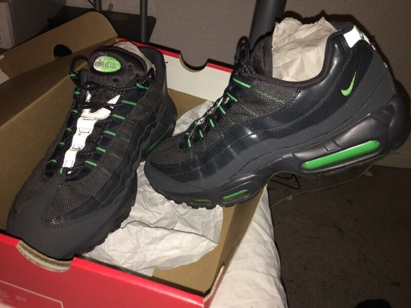 htjki Nike air max 95 110s. Size 10. 100% genuine with box. Will sell