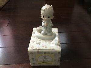 PRECIOUS MOMENTS VINTAGE CHRISTMAS COLLECTABLE