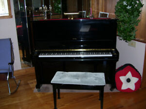 Piano concerto Young Chang, comme neuf.$1500