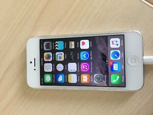 16 GB WHITE IPHONE 5 (BELL)