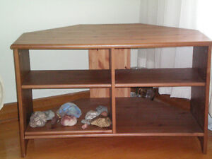 TV TABLE, VERY GOOD CONDITION