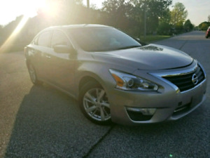 2013 Nissan Altima 2.5   sunroof/ sport mode/ back up camera