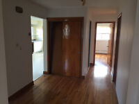 Saint-Leonard - 2nd Floor in duplex for RENT - LARGE 5 1/2