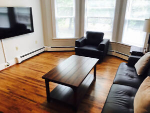 Private Bedroom Suite in a great location Downtown Ch'town May 1