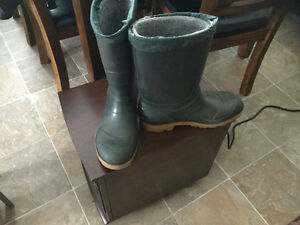 Men's green winter boots with removable lining