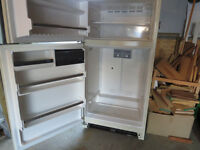 18 cu ft Amana Fridge