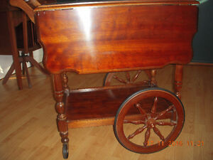 ANTIQUE TEA CART IN EXCELLENT CONDITION
