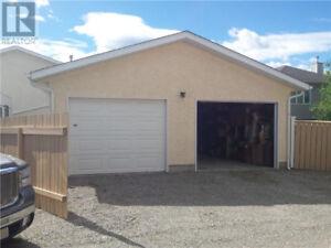 Garage space rental - Pincher Creek