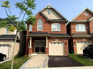 Newmarket Yonge&Green Ln 1Car-Garage 4Bedroom 3Washrrom Detached