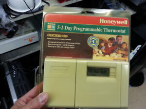 Honeywell CT3200A Thermostat