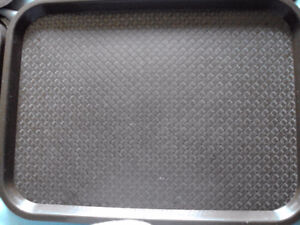 PLASTIC CAFETERIA TRAYS BROWN