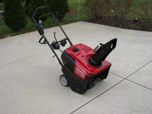Honda HS720C Snowblower - be ready for winter - Awesome price !!