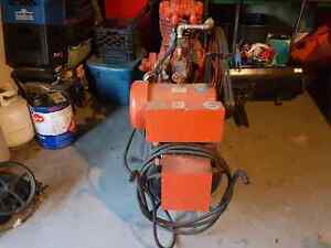 Air compresser  30 gallons  oil, 220v London Ontario image 3