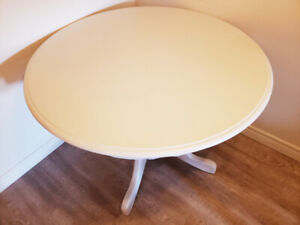 Extendable Solid Wood Round table