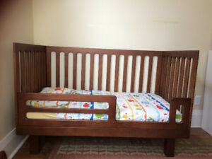 Crib & toddler bed with dresser