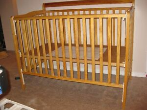 STORK CRAFT CONVERTIBLE 3 IN 1 CRIB