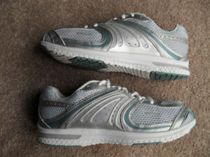Women's Size 8 US Wilson Athletic Running Shoes