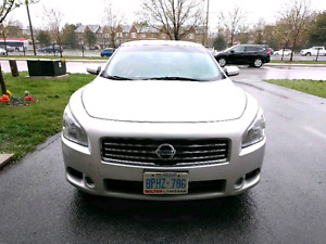2010 Nissan Maxima - Leather/Sunroof + Winter Tires