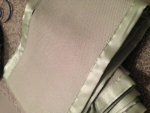 Light green breathable crib bumpers