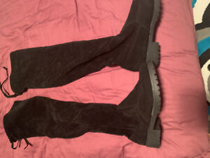 Brand new size 7 over the knew black boots