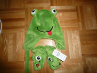 Children's Place Frog Hat & Gloves (size 6-12 months)