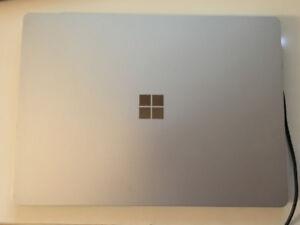Microsoft Surface Laptop i5 /4GB /128GB (warranty unti Jan 2019)