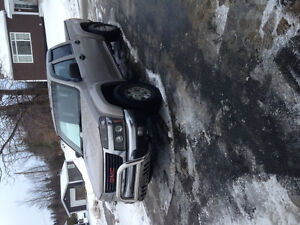 2004 GMC Canyon 4x4 flare side Pickup Truck