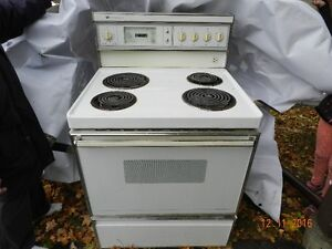 Stove for sale  /  Four a vendre $50.00