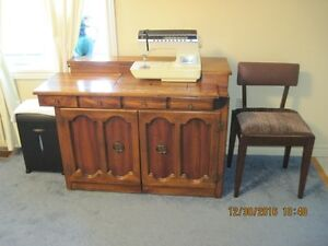 SINGER SEWING MACHINE, with chair