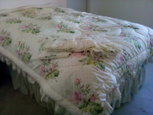 Double bed size comforter and sheet set