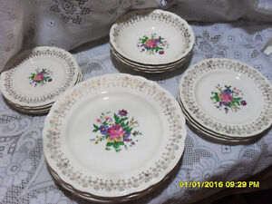 lot de vaisselle Shabby Chic Sovereing Potters dishes à Rawdon