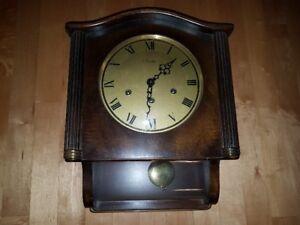Antiquités, horloge, rouet, téléphone, hachoir a tabac