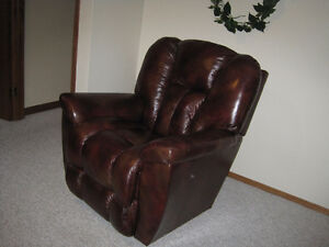 Leather Lazy Boy Reclining Chair in Excellent Condition Like New
