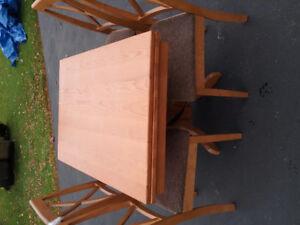 Table en chêne  pour roulotte ou motorisé avec 4 chaises