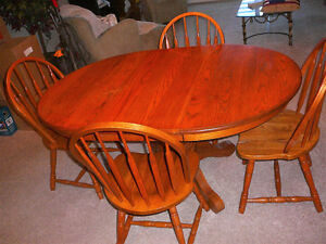 """42"""" W Oak Table & 4 Chairs with 18"""" extension leaf London Ontario image 3"""