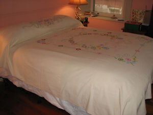 Handmade, Embroidered Bedspread Coverlet, Double Size Kitchener / Waterloo Kitchener Area image 3