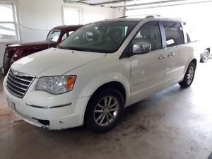 2010 Chrysler Town & Country Limted Minivan, Van