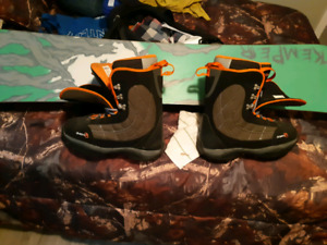 Like new KEMPER BOARD K2 BINDINGS AND D23 BOOTS