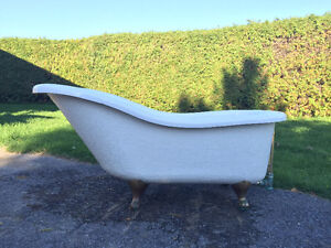 Claw foot freestanding tub