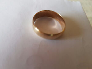 10 KT GOLD WEDDING RING